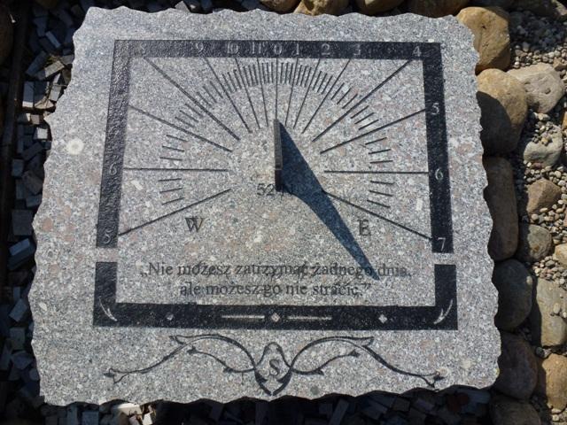 Zegary Słoneczne Zakład Kamieniarski Kominki Rzeźby W